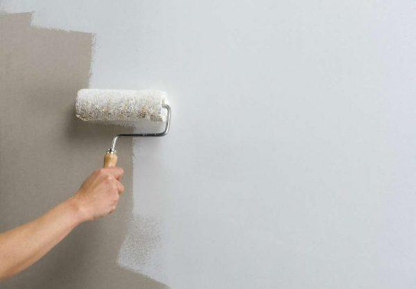 ремонт кухни шесть метров - нанесение грунтовки