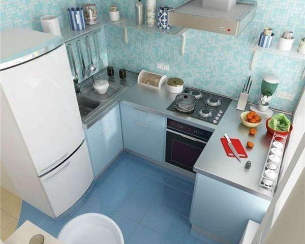 П-образная голубая кухня после ремонта
