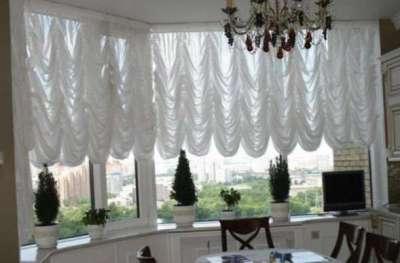 австрийские шторы в эркере кухни