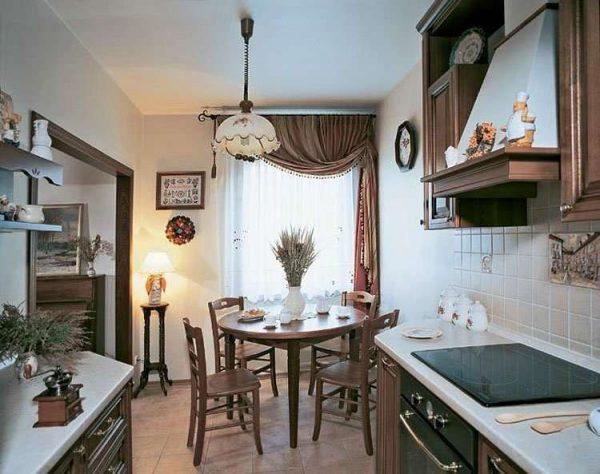 шторы с гардиной с подхватом в интерьере кухни