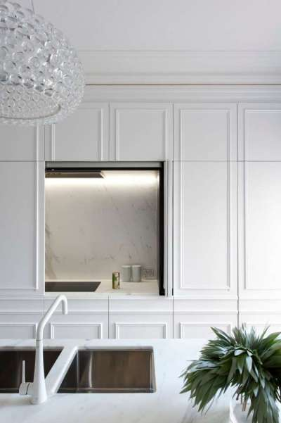 сочетание белого с металлик в интерьере кухни