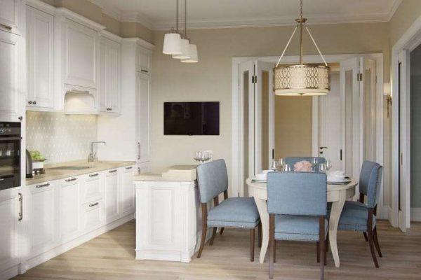 сочетание белого с голубым в интерьере кухни