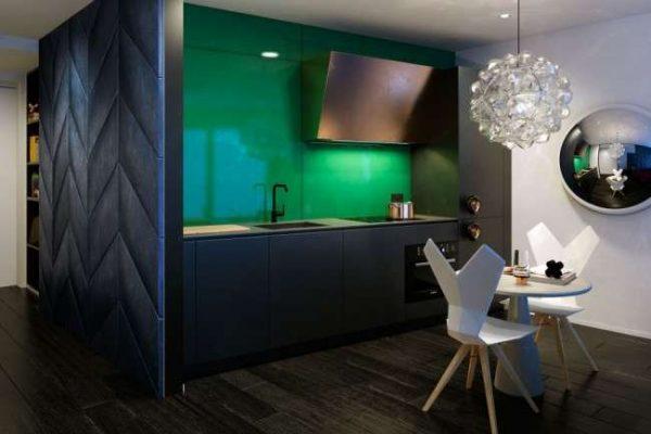 сочетание зелёного с чёрным в интерьере кухни