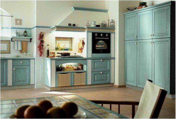 бытовая техника на кухне в средиземноморском стиле