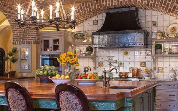 островная зона на кухне в средиземноморском стиле