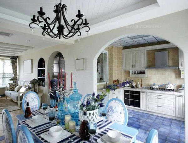 арочные проёмы на кухне в средиземноморском стиле