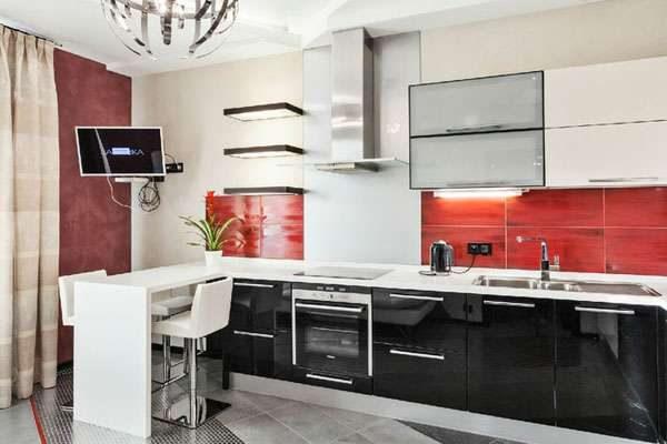 телевизор на кухне на кронштейне