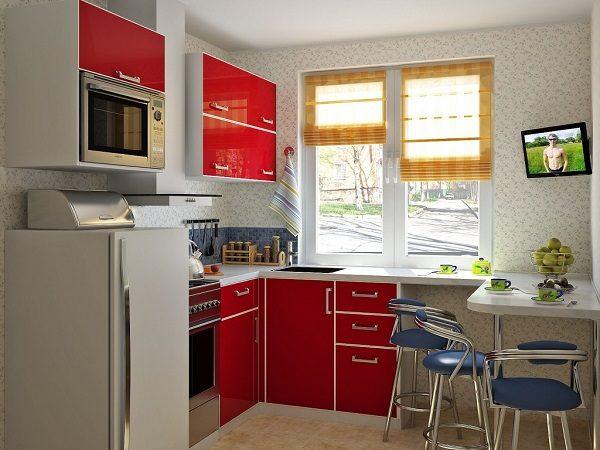 телевизор с креплением на стене кухни