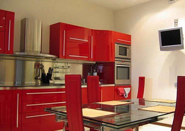 телевизор на стене кухни