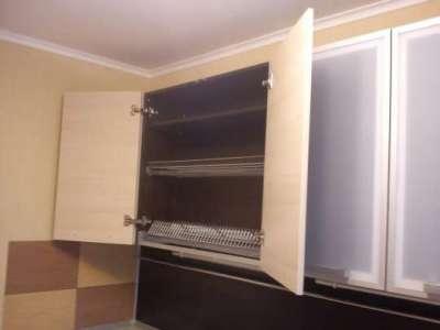 распашные дверцы на кухне