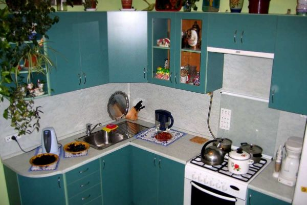 угловая кухня недорогая цвета морской волны