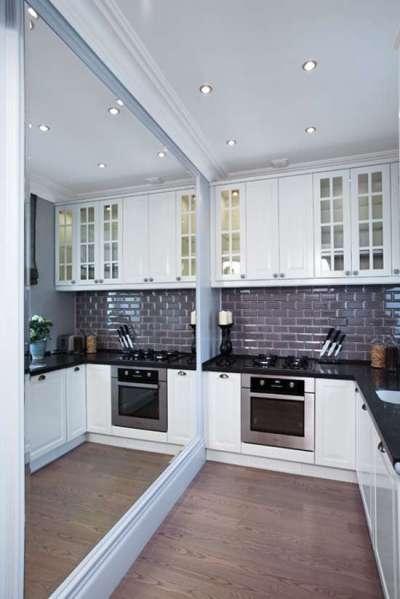зеркало на всю стену на угловой кухне для малогабаритной кухни