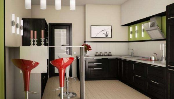 угловой гарнитур на маленькой кухне с барной стойкой и стульями красными
