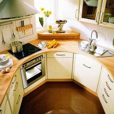 угловая кухня с полукруглой формой рабочей столешницы