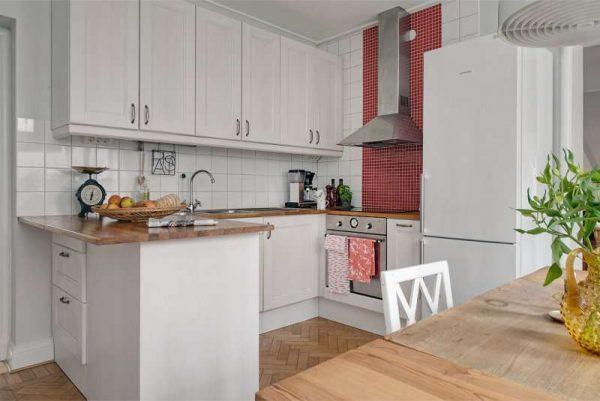 интерьер кухни гостиной с полуостровной планировкой