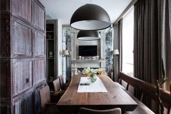 огромный обеденный стол в интерьере кухни столовой