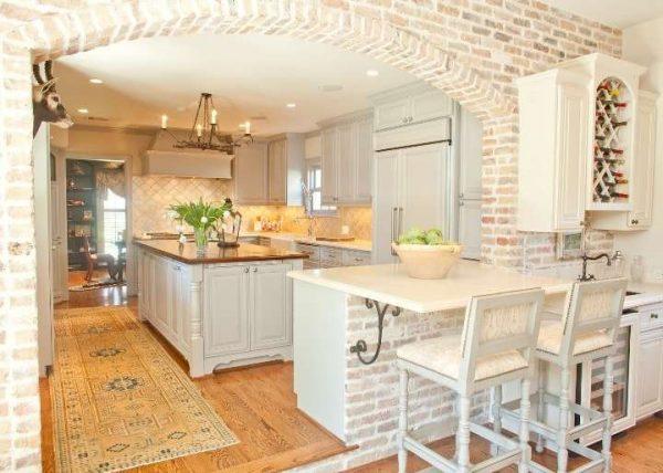 Дизайн кухни гостиной с кирпичной кладкой