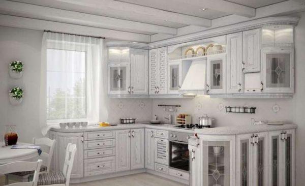 белая угловая кухня в классическом стиле