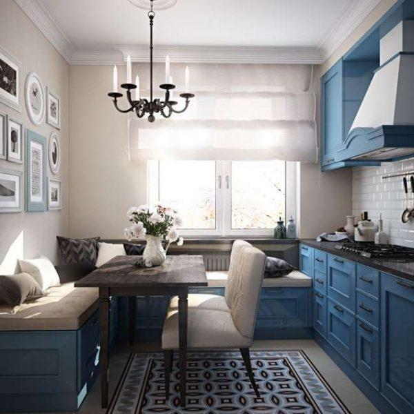 интерьер классической кухни в голубом цвете