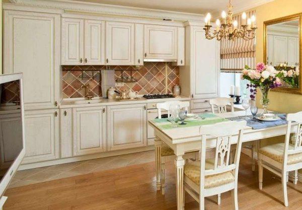 современная светлая кухня в классическом стиле