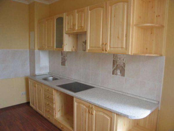 линейная кухня из мебельных щитов