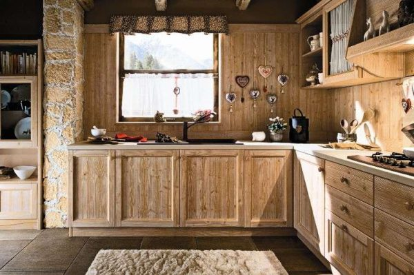 угловая кухня из мебельных щитов сосны