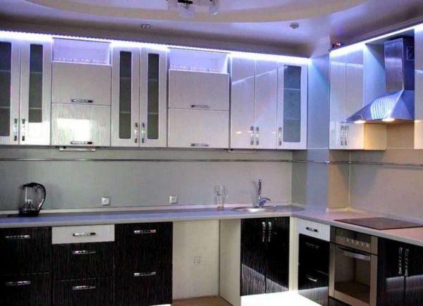 кухня своими руками из мебельных щитов с подсветкой