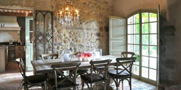 камень на стенах кухни прованс