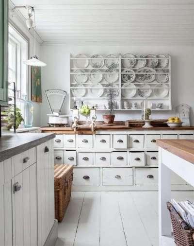 потолок белый на кухне прованс