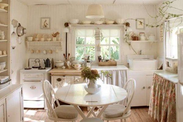 кухня в стиле прованс с занавесками на шкафах