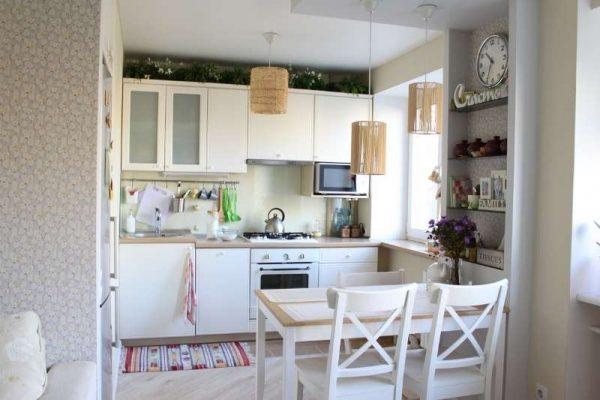 белая маленькая кухня в стиле прованс