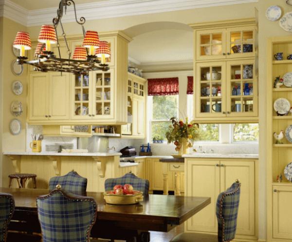 люстра с абажуром на кухне прованс