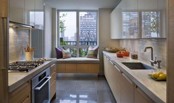 Дизайн кухни с низкими подоконниками