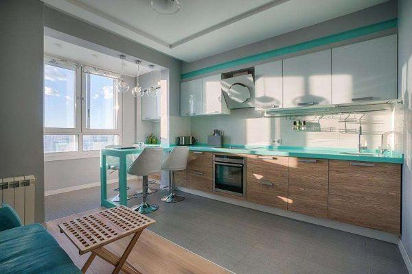 на окне кухни без штор
