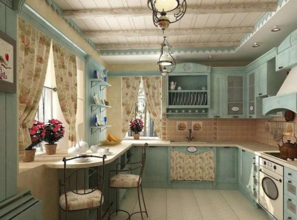 мятная кухня прованс с цветами на окнах