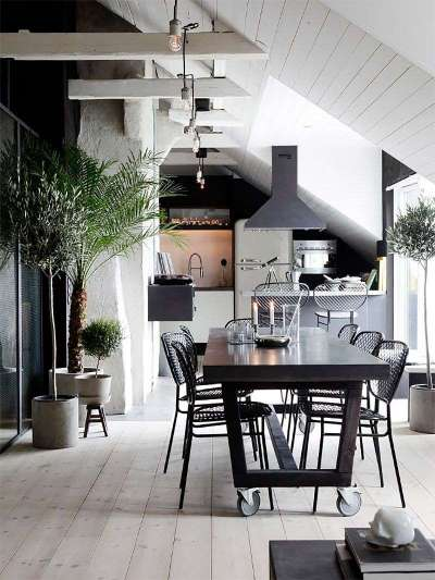 в частном доме кухня просторная