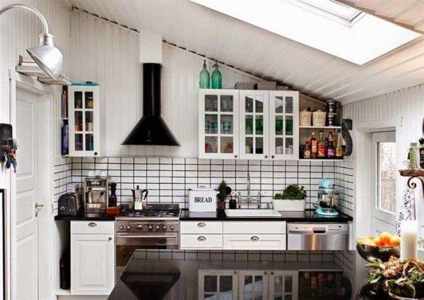 кухня в мансарде в частном доме