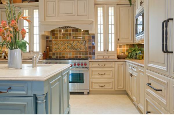 песочный и голубой на кухне прованс