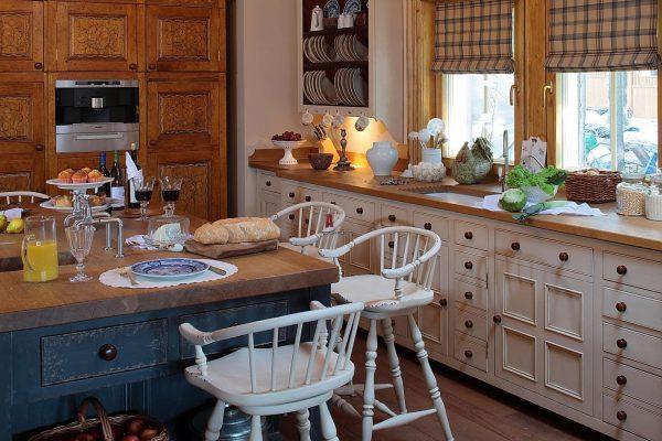 кухня в американском стиле в деревянном доме