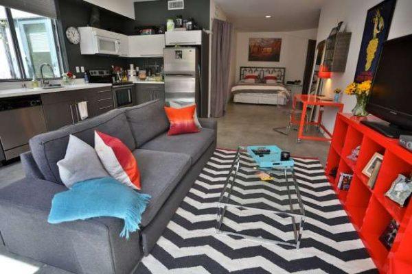 Интерьер кухни совмещённой с гостиной в однокомнатной квартире