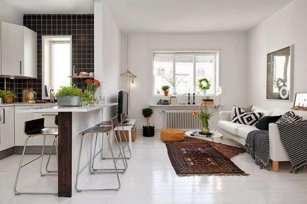 светлая кухня в однокомнатной квартире