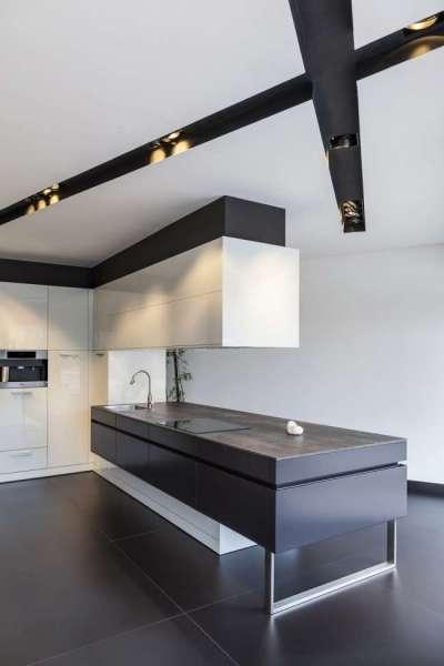 геометрия потолка кухни в стиле хай тек
