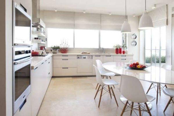 интерьер кухни в стиле модерн с наливными полами