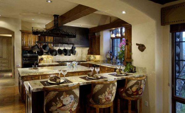 барная стойка на кухне в стиле шале