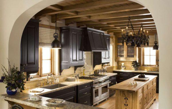 арка на кухне в стиле шале