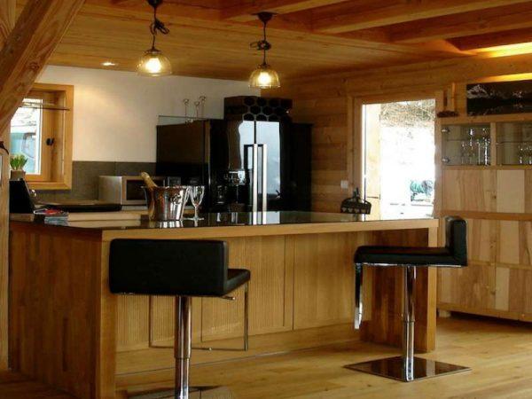 остров на кухне в стиле шале