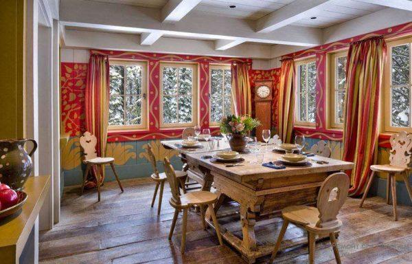 шторы на кухне в стиле шале