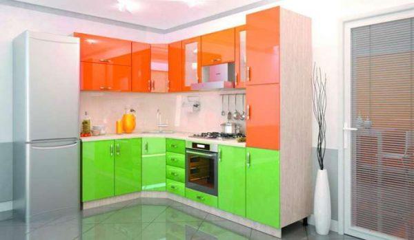 зеленый и оранжевый цвет в интерьере кухни