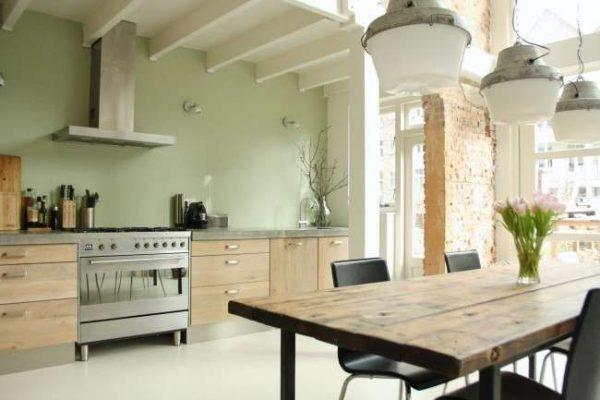 зелёная стена в интерьере кухни