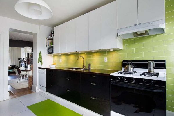 зелёный фартук в интерьере кухни